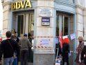CGT cierra simbólicamente bancos en Valladolid en protesta por la crisis