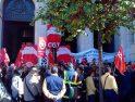 [Fotos y video] Concentración en Valencia contra el ´apagón postal´ de Correos (18 nov)