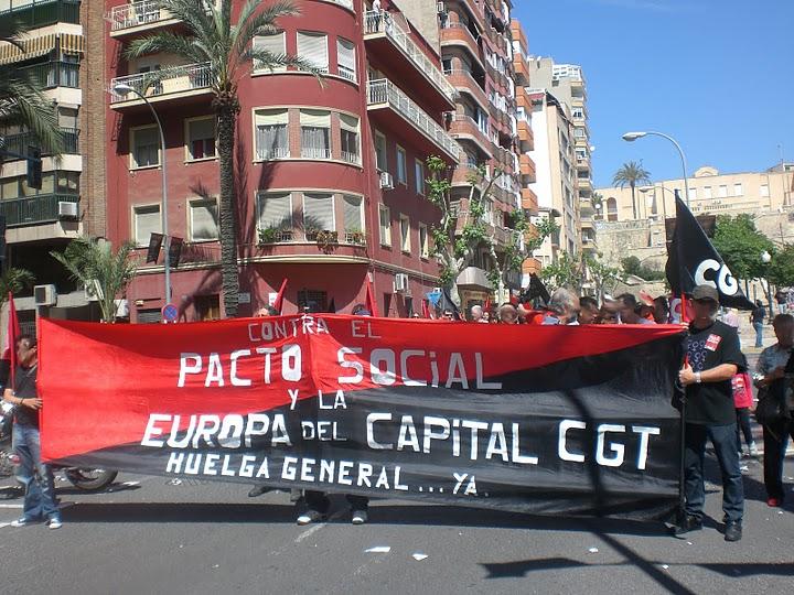 Mil personas se manifiestan en Alacant el 1º de mayo