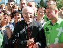 Polos y petos verdes de la Obra Social Caja Madrid en la Jornada Mundial de la Juventud (católica)