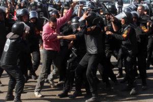 Protestas, represión, muertes y dimisión del gobierno egipcio