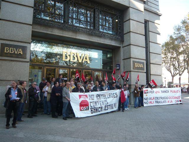 CGT se concentra en las oficinas principales de Bancos y Cajas de Barcelona