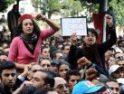 Centoj da virinoj manifestacias ĉe Tunizo defende de siaj rajtoj