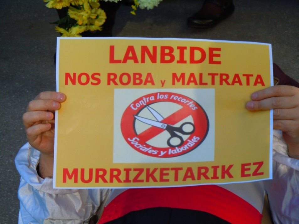 Movilización ante las nuevas oficinas de Lanbide en Barakaldo
