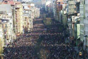 Cientos de miles de portugueses salen a la calle contra los recortes