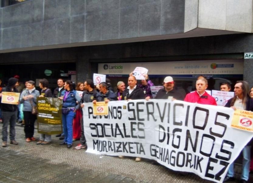 Movilización en Bilbo contra los nuevos recortes del Servicio Vasco de Empleo-Lanbide.