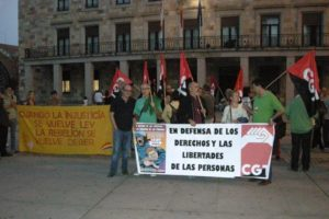 Un centenar de personas se citan en la manifestación en defensa de los derechos y libertades de las personas en Zamora