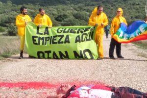 """7 miembros de CGT allanan el Campo de Entrenamiento Militar «Sierra del Retín» en Barbate (Cádiz) para denunciar las maniobras militares «Trident Juncture 2015» bajo el lema """"La guerra empieza aquí, OTAN NO"""""""