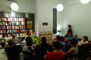 """Gran afluencia de asistentes a la presentación de """"Mujer contra mujer en la Cataluña insurgente"""", último libro de Laura Vicente"""
