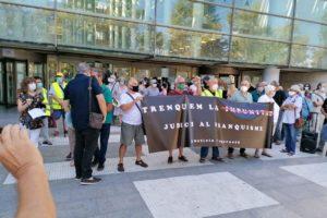 La Confederación General del Trabajo participó en la concentración celebrada ayer jueves 3 de septiembre frente a la Ciudad de la Justicia de Valencia para denunciar la impunidad del régimen franquista