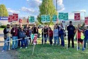 EEUU   Solidaridad con los y las huelguistas de UAW en Volvo Trucks, en Dublin (Virginia, EEUU)